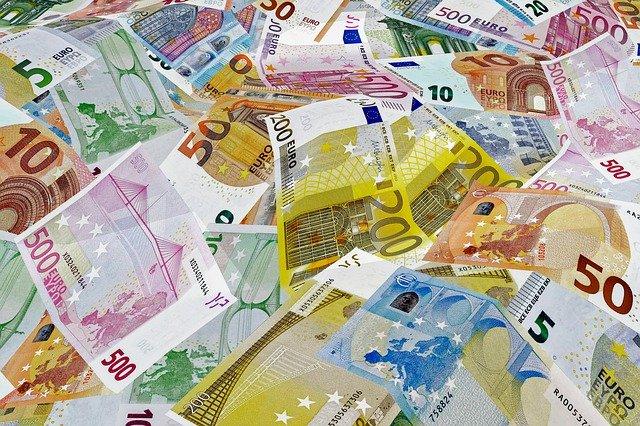 Bankovky rôznej hodnoty.jpg