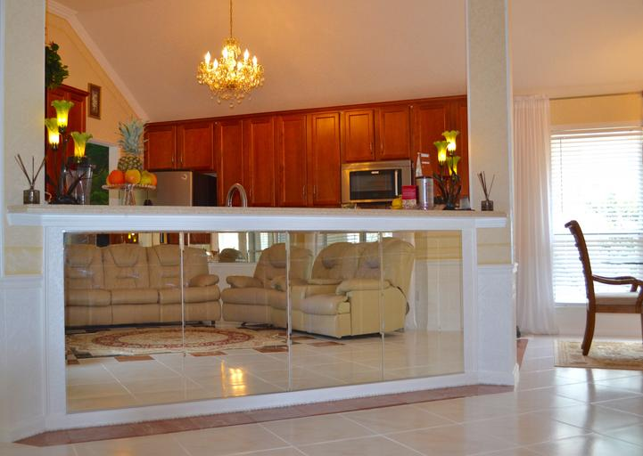Interiér, kuchynská linka, sklo.jpg