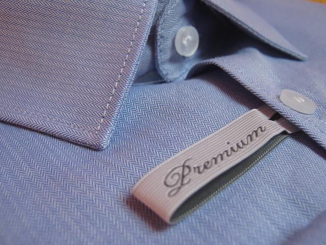 Detail na modrú košeľu z kvalitného materiálu.jpg