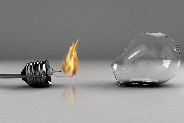 Čo musíte splniť na to, aby vám bola uznaná poistná udalosť spôsobená elektrinou