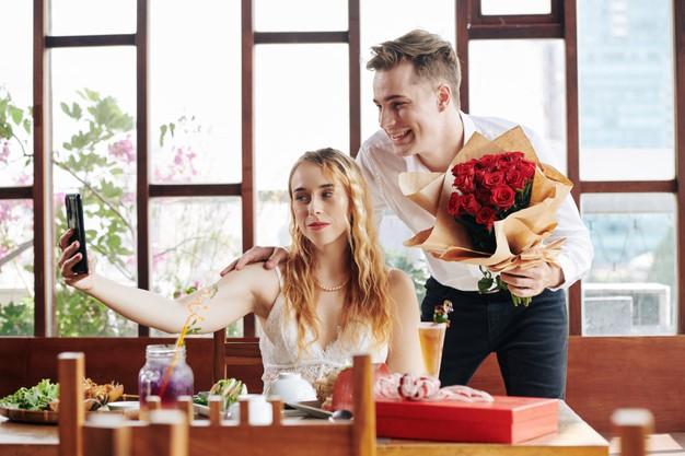 romantic-couple-taking-selfie_274689-11909
